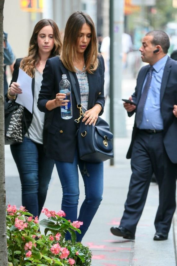 Jessica-Alba-Going-to-a-Meeting