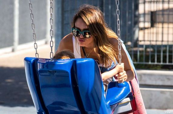 Jessica-Alba-at-The-Park