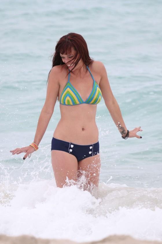 Jessica-Sutta-Bikini-Candids-on-the-beach-in-Miami