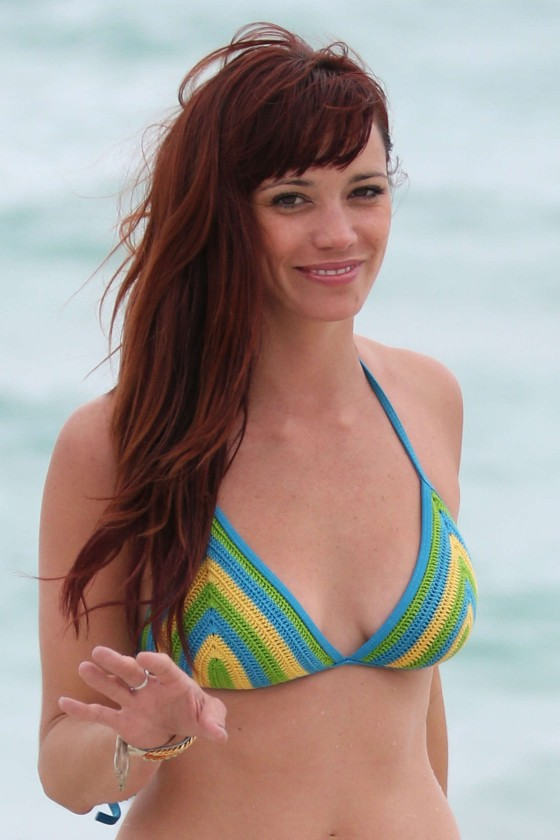 Jessica-Sutta-Bikini-Candids-on-the-beach-in-Miami