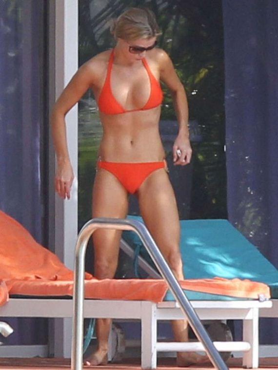 Joanna-Krupa-Hot-Bikini