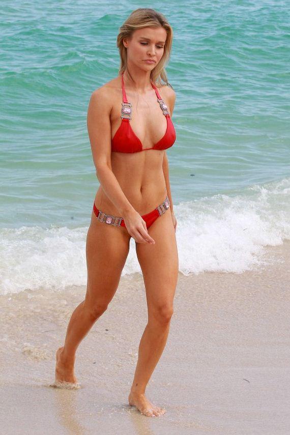 Joanna-Krupa-bikini-2013-photos