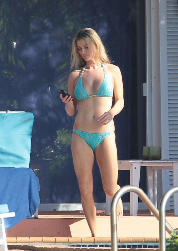 Joanna-Krupa-hot-in-a-bikini-in-Miam