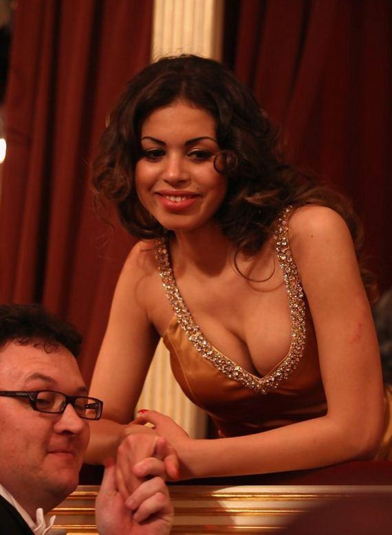 Karima_el-Mahroug_hot