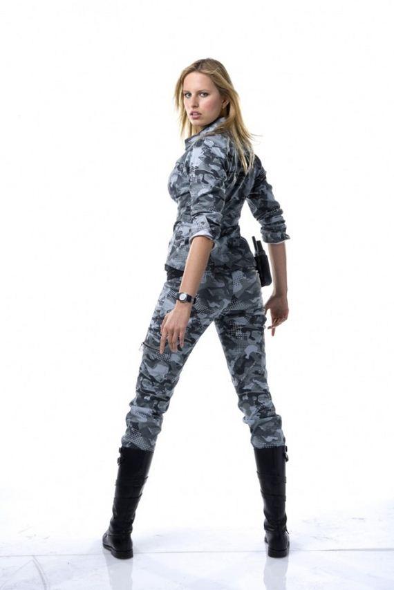 Karolina-Kurkova-GI-Joe-The-Rise-of-Cobra-Promo-Shoot