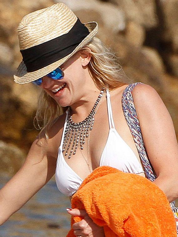 Kate-Hudson-Bikini-Photos -2014