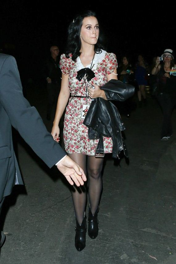 Katy-Perry-Checks-Out