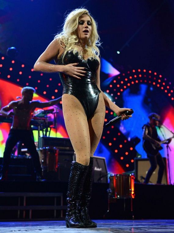 Ke$ha-iHeart-2013-Performance