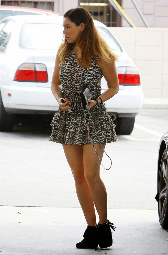 Kelly-Brook-Gas-Station-Hollywood