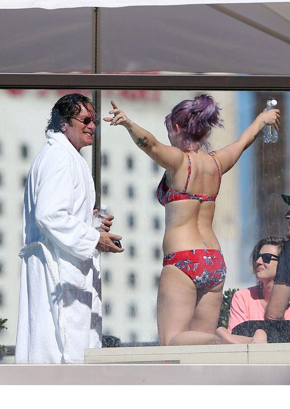 Kelly-Osbourne-in-Bikini-on-Australian