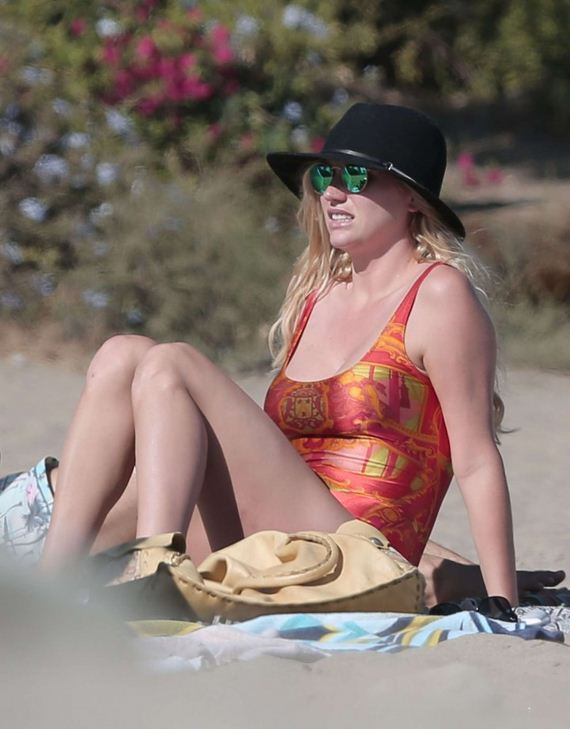 Kesha-Sebert-in-swimsuit