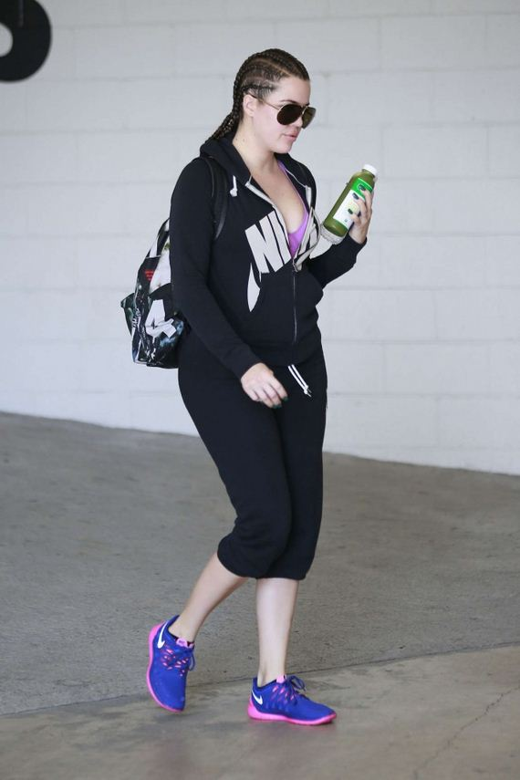 Khloe-Kardashian-in-Leggings