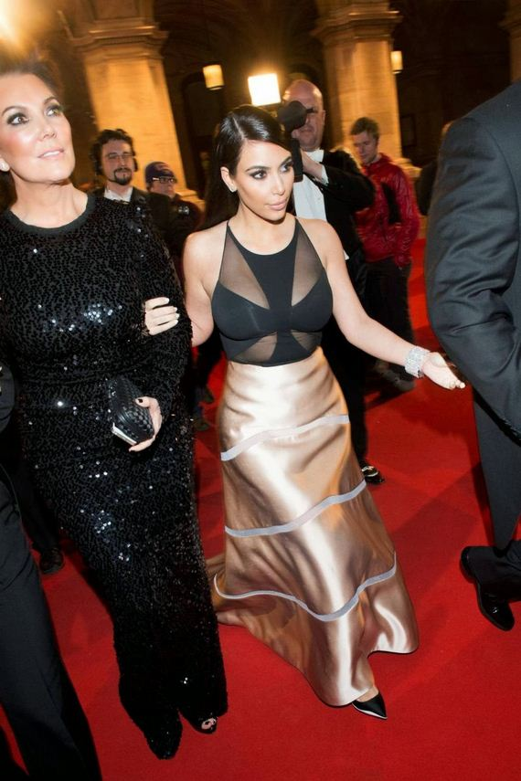Kim-Kardashian-Transparent-Side