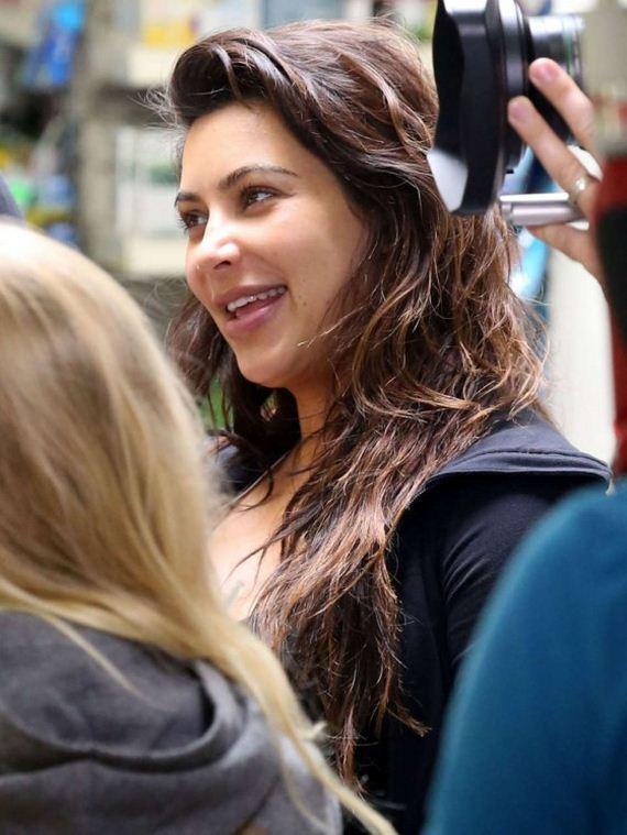Kim-Kardashian-on-set-for-her-reality-show-in-Malibu
