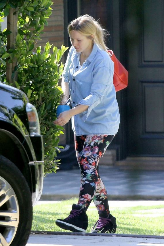 Kristen-Bell-outside-Her-House-in-Los