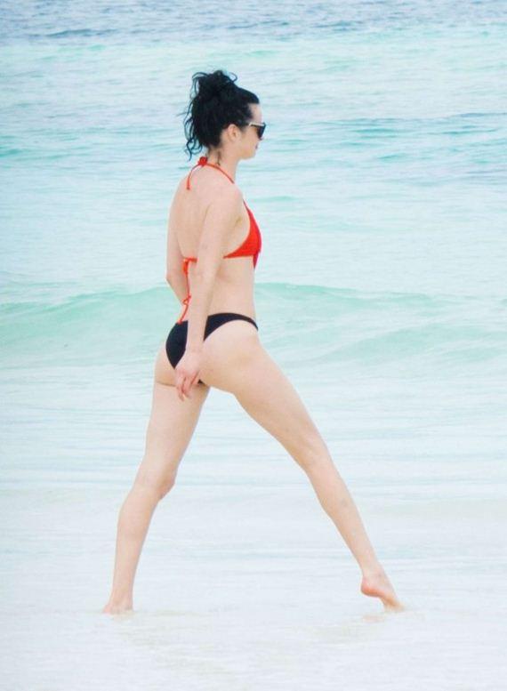 Krysten Ritter Wearing Bikini On The Beach In Belize