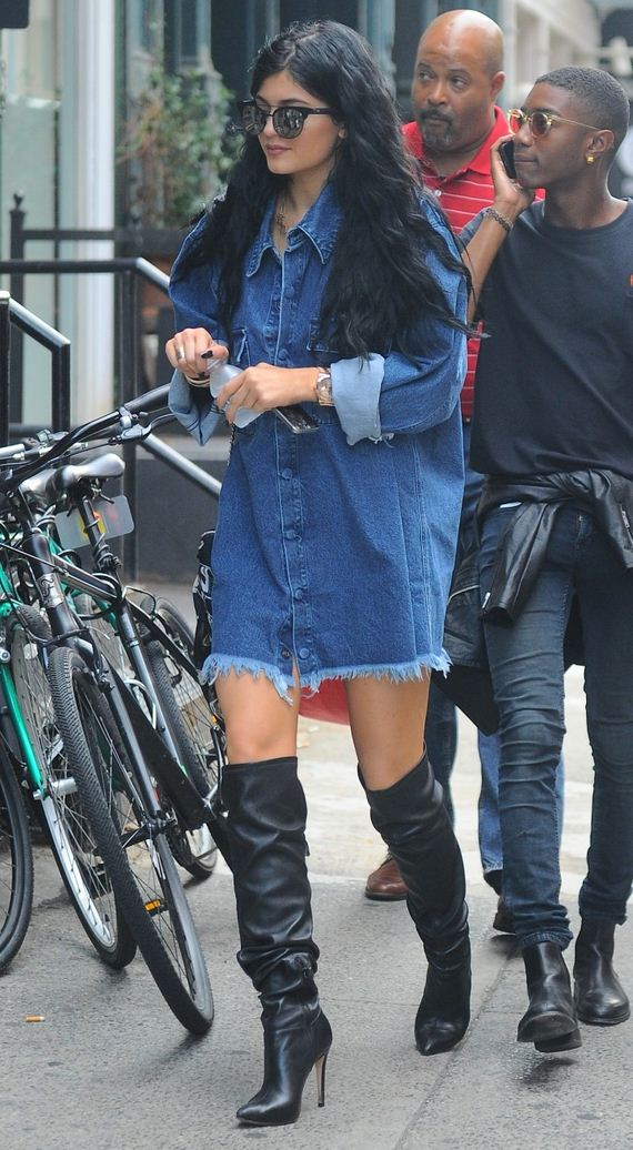 Kylie-Jenner-in-Black-Boots
