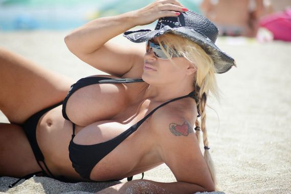 Lacey-Wildd-in-Bikini-in-Miami