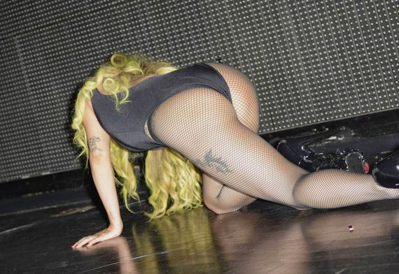 Lady-Gaga-Ass-in-Fishnets