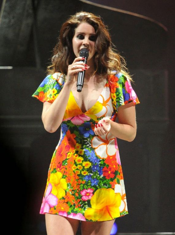 Lana-Del-Rey-Performing