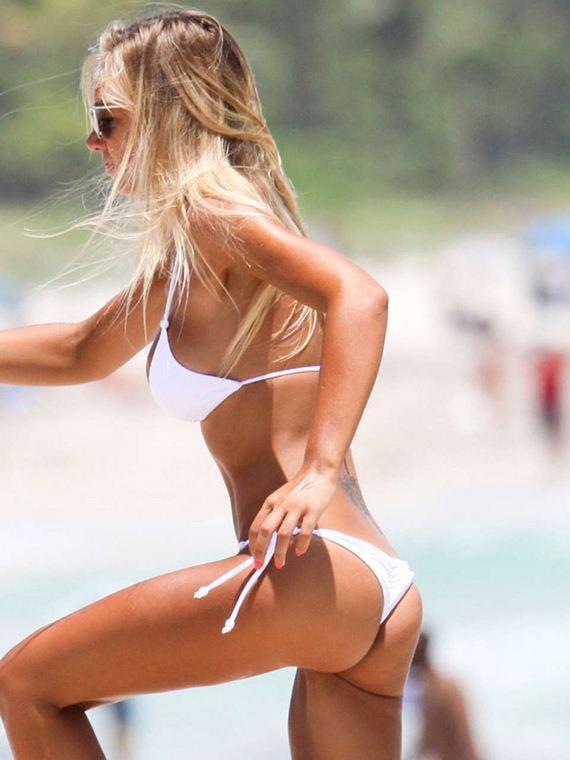 Laura-Cremaschi-in-Bikini-in-Miami