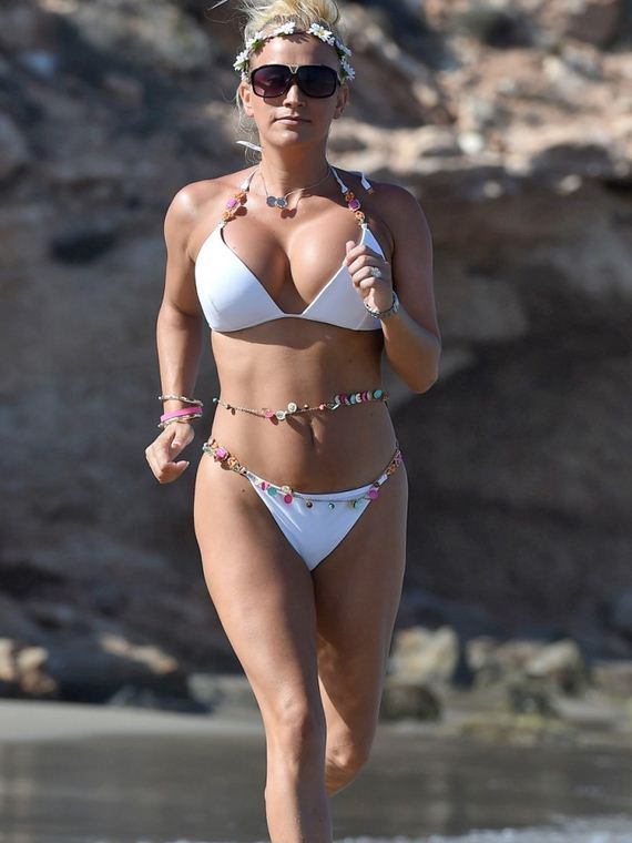 Leah-Wright-Bikini-Photos