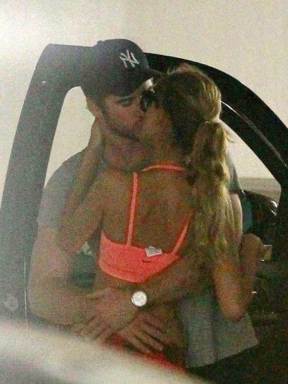 Liam-Hemsworth-with-Eiza-Gonzalez