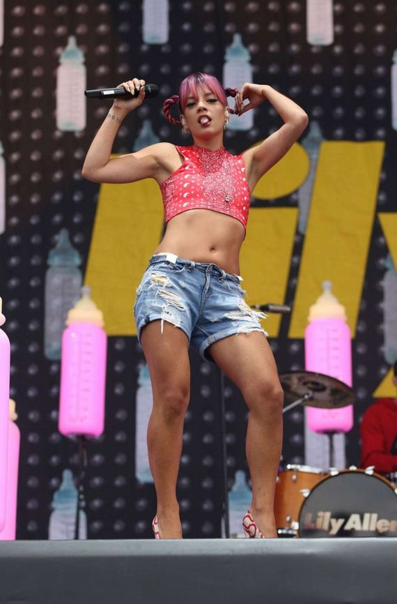 Lily-Allen -V-Festival-in-England-