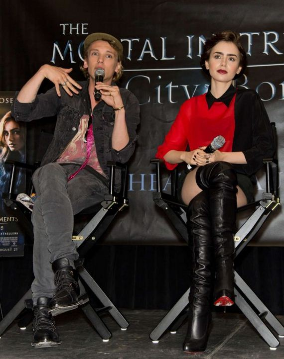 Lily-Collins---The-Mortal-Instruments-signing