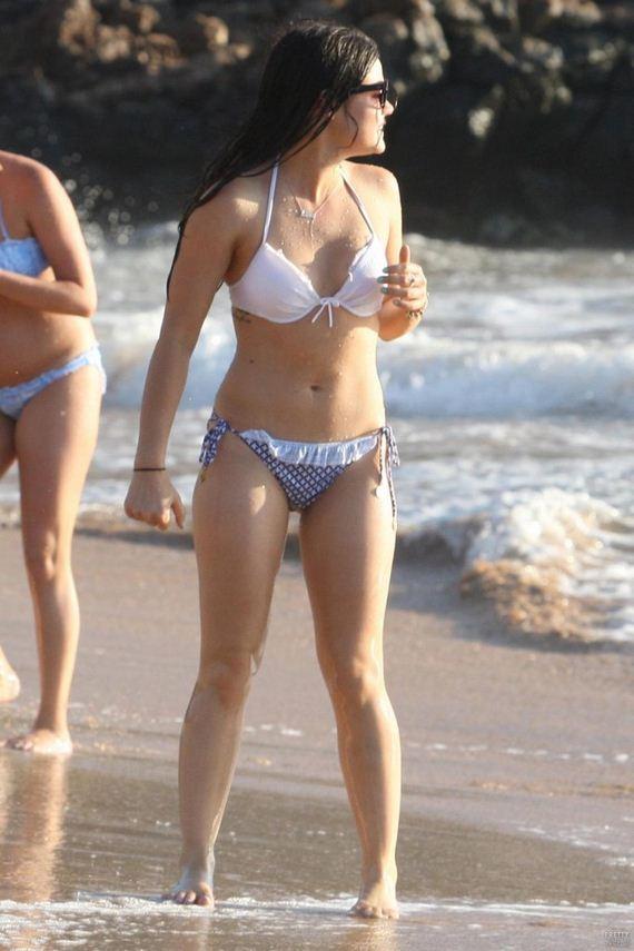Lucy-Hale-in-Bikini