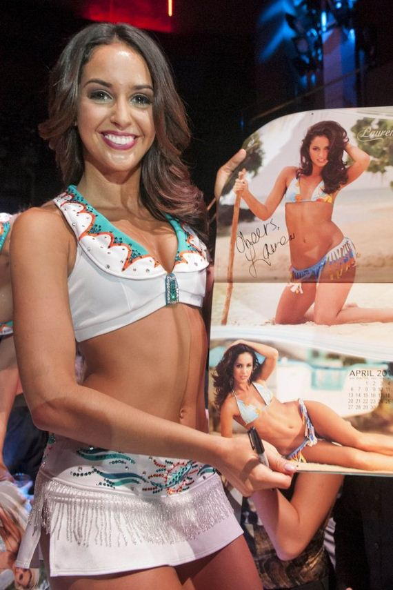 Miami-Dolphins-Cheerleader-2013