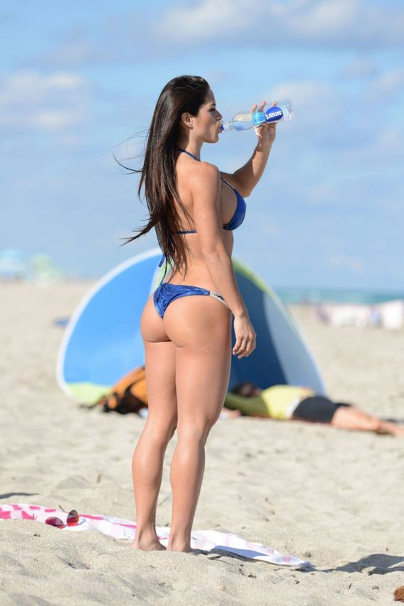 Michelle-Lewin-Hot-Bikini-Photos -2014