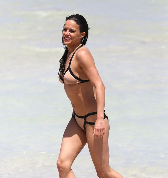 Michelle-Rodriguez-Bikini-on-The-Beach-in-Miami