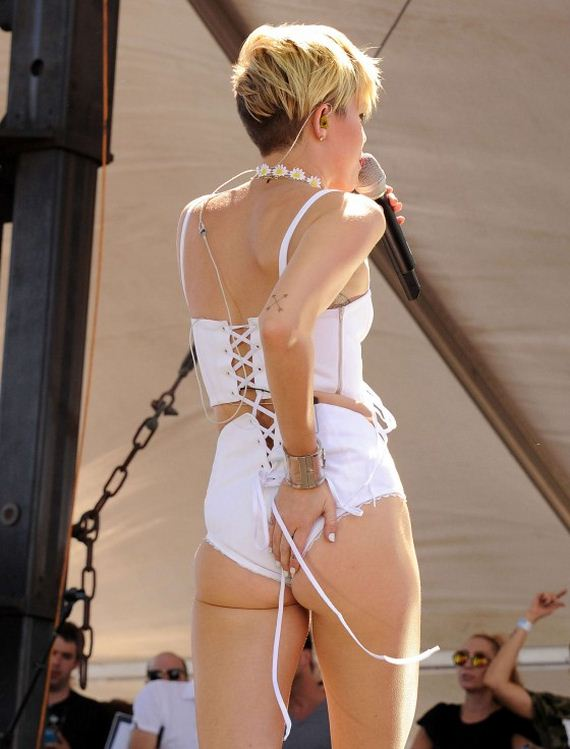 Miley-Cyrus-Photos -iHeartRadio