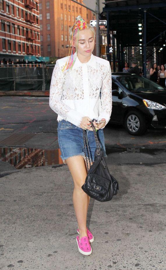 Miley-Cyrus-Walking-Around