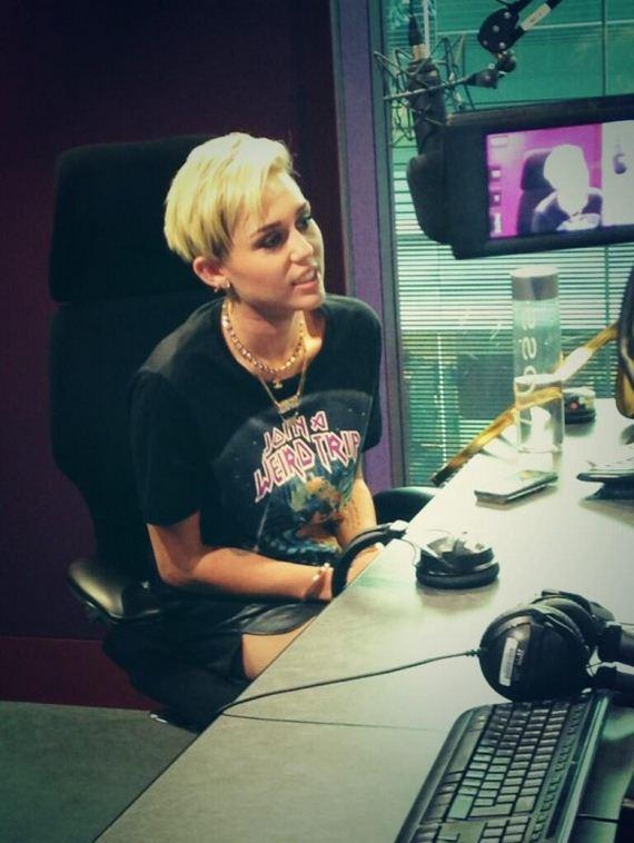 Miley-Cyrus-at-BBC-Radio