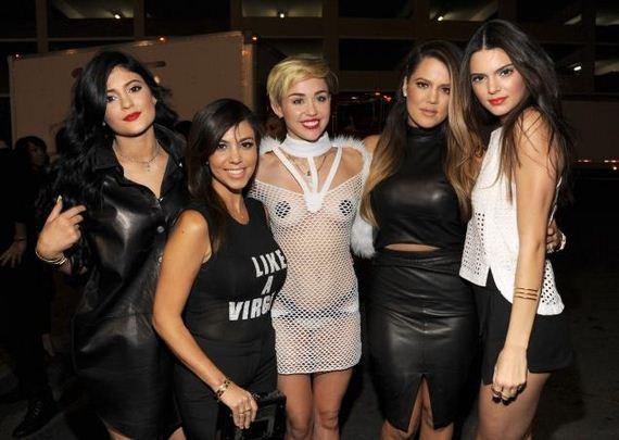 Miley-looking-hot-iHeartRadio