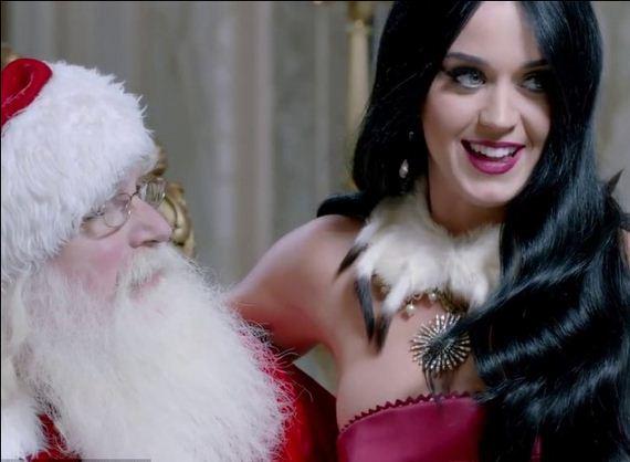 Miss-Perry-sits-Santas