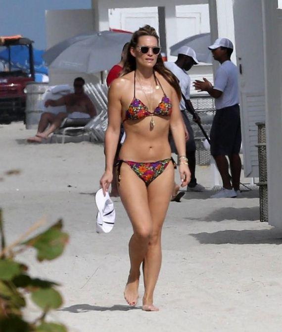 Molly-Sims-Bikini-Pics