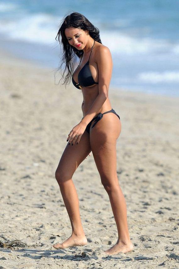 Nabilla-Benattia-Bikini-Photos