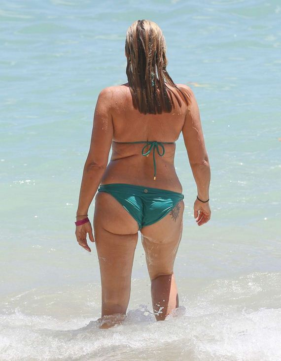 Natasha-Henstridge-in-bikini