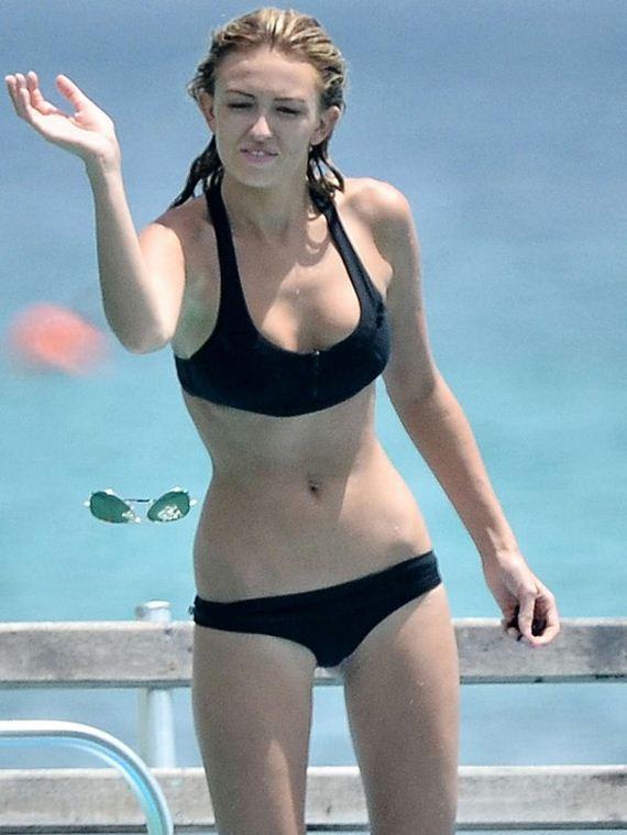 Paulina-Gretzky-in-bikini-in-Barbados