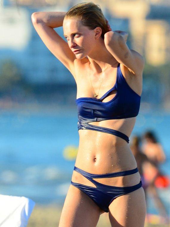 Poppy-Delevingne-Bikini