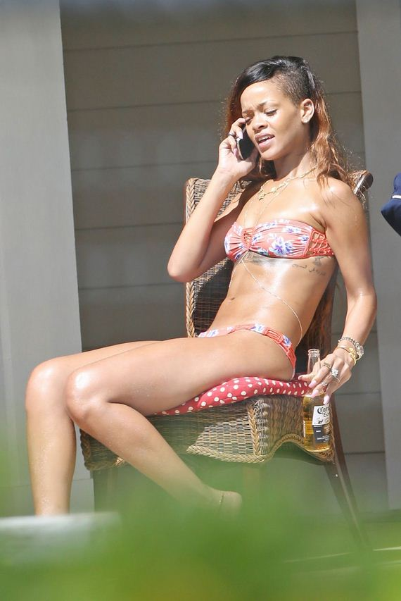 RIHANNA-in-Bikini-on-Vacation-in-Hawaii