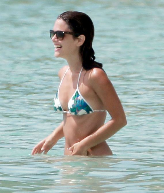 Rachel-Bilson-Bikin-in-Barbados