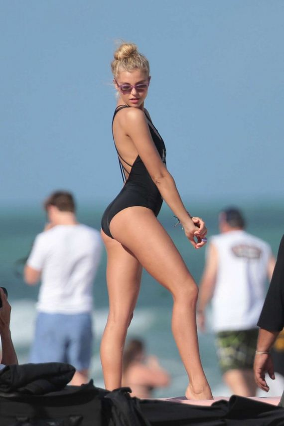 Rachel-Hilbert---VS-Bikini-Photoshoot