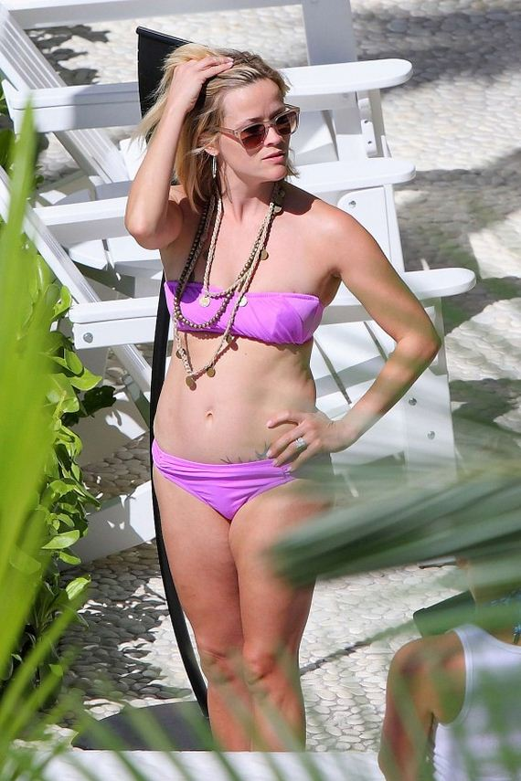 Reese-Witherspoon-Bikini-Photos -2014