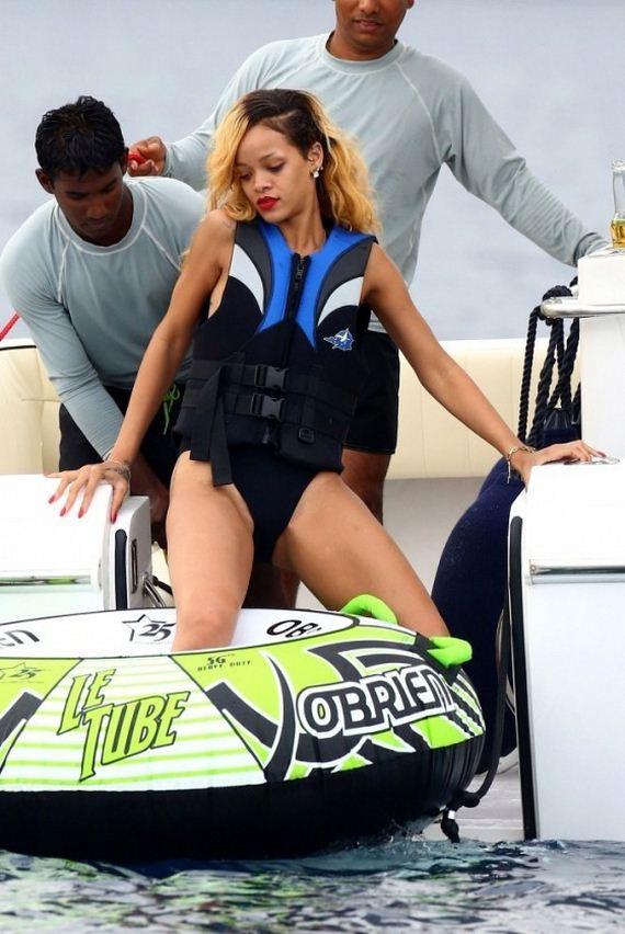 Rihanna-Bikini-in-Monaco