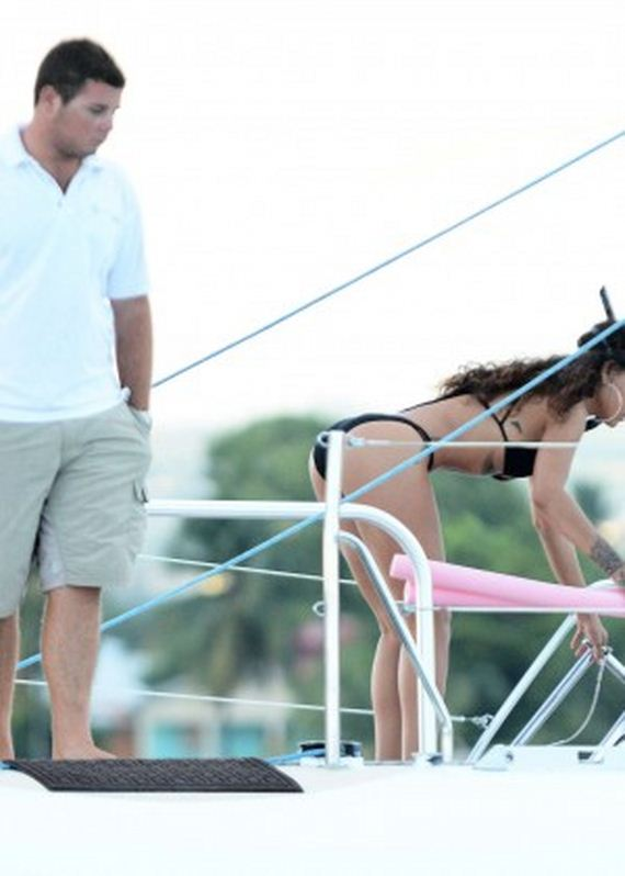 Rihanna-Hot-in-Blac-Bikini
