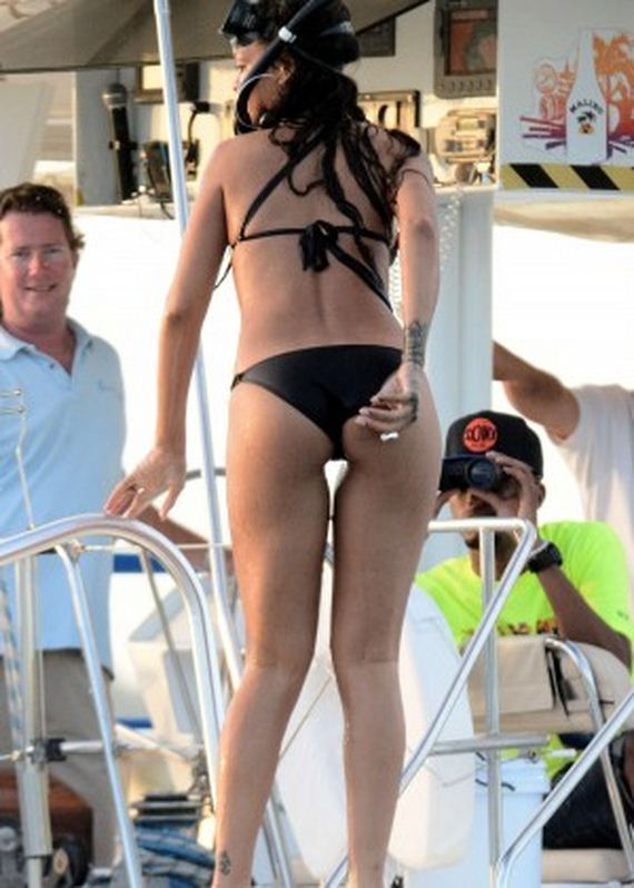 Rihanna-Hot-in-Blac-Bikini